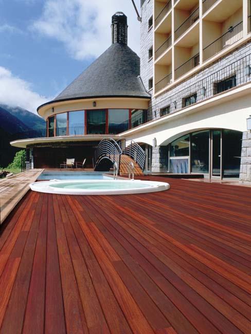 Legno per esterni terrazza in legno nordholz for Arredi esterni per terrazze